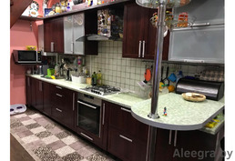 Продам кухню 4 метра со встроенной импортной техникой