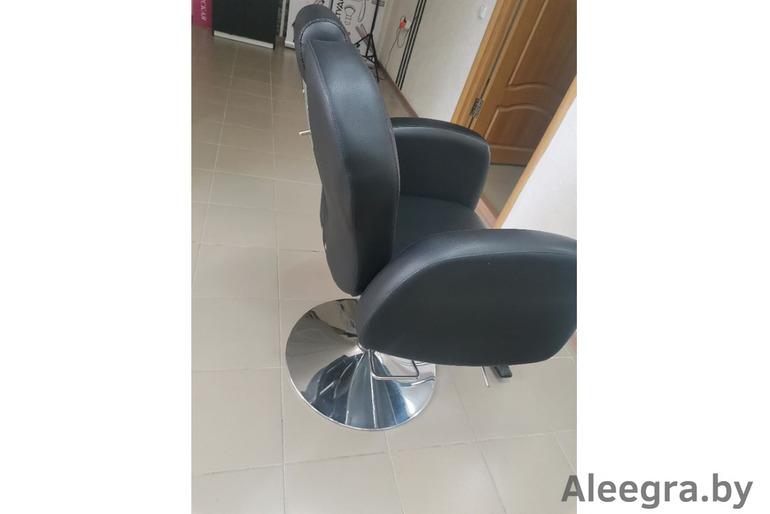 Продам кресло парикмахерское